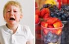 Ein 4-jähriger Junge bricht in Tränen aus, als sein Lehrer sein Mittagessen wegwirft: