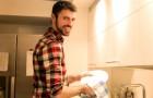 """""""Ich helfe meiner Frau nicht"""": Ein Ehemann erteilt Männern, die am häuslichen Leben nicht teilnehmen, eine Lektion fürs Leben"""