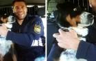 """Ein Hund schleicht sich aus dem Haus und wird """"verhaftet"""": Das Foto mit den Beamten ist erheiternd"""