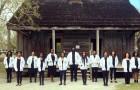 15 studenti di medicina posano davanti alla piantagione in cui i loro antenati lavoravano come schiavi