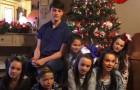 Een stel adopteert 7 broers en zussen uit een weeshuis om ze met Kerstmis niet alleen te laten: een ongelooflijk gebaar van liefde