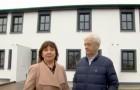 Un couple d'entrepreneurs construit des maisonnettes pour les employés qui ne peuvent pas rentrer chez eux pour Noël