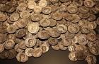 L'homme découvre 1 300 pièces d'or en observant les oiseaux : un trésor enfoui depuis près de deux millénaires