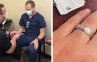 Si presenta con un anello all'appuntamento per il vaccino anti-Covid e chiede al suo compagno infermiere di sposarlo