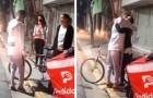 Ein Lieferbote wird seines Fahrrads beraubt, während er Pizzen ausliefert: Eine Kundin schenkt ihm ihr Fahrrad
