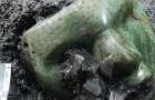 All'interno della Piramide del Sole è stata trovata una maschera verde di 2000 anni: il suo realismo è sorprendente
