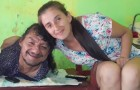 Han föddes utan ben eller armar och uppfostrade sina två döttrar utan hjälp av sin fru: