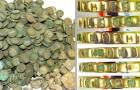 Découverte d'un trésor avec plus de 6 500 pièces médiévales et l'anneau d'une princesse : il était sous un champ de blé