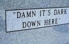 15 drôles de pierres tombales de personnes au sens de l'humour immortel