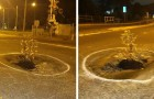 Ein tiefes Loch tut sich in der Straße auf und die Gemeinde repariert es nicht: Anwohner pflanzen einen Baum mitten hinein