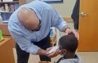 Le proviseur coupe les cheveux d'un élève qui avait honte : il avait peur qu'on se moque de son apparence