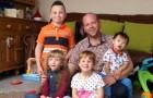 Ragazzo gay adotta 5 bambini con disabilità fisiche e neurologiche e riceve il premio di