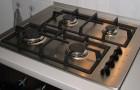 Pulisci le griglie del piano cottura senza stress con questi semplici rimedi casalinghi