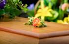 Barnen vägrar bjuda pappan på sin mammas begravning efter att ha fått reda på att han var otrogen mot henne sedan flera år tillbaka