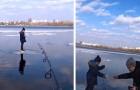 Pescatore salva bimbo alla deriva su una lastra di ghiaccio: il video lascia col fiato sospeso