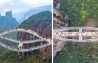 Ce pont en verre ondulé est suspendu à 140 mètres au-dessus d'un ravin. Les photos donnent le vertige