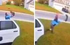 Un uomo salva la moglie dall'attacco di una lince rossa: la telecamera riprende 46 secondi di paura