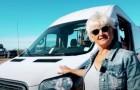 A 70 anni decide di vivere la vita da pensionata a bordo del suo furgone: una scelta avventurosa