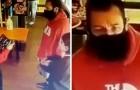 Serveerster jaagt een klant weg omdat er geen stoelen meer waren: later komt ze erachter dat ze tegenover Adam Sandler stond
