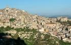Häuser für 1 Euro: Kalifornierin kauft drei auf Sizilien und erzählt von ihren Erfahrungen