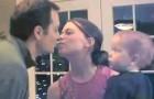 Mamãe e papai se beijam: veja a reação do filho