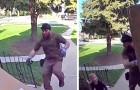 Ein Kurier springt einem 4-jährigen Jungen zu Hilfe, der von dem gerade zugestellten Paket erdrückt wurde
