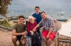 Da la vuelta al mundo junto a la madre enferma de Alzheimer: quería hacerle un último regalo