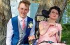 Adolescente porta una ragazza disabile al ballo di fine anno: nessuno voleva accompagnarla alla festa