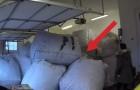 Eine Frau findet Säcke in der Garage: Ihr Ehemann überrascht sie mit etwas GROSSEM