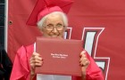 Sie erhält ihr Schulabschlusszeugnis mit 94 Jahren: Sie hatte einst die Schule verlassen, um den Mann zu heiraten, den sie liebte
