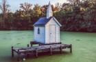 Cette minuscule chapelle entourée d'eau est considérée comme la plus petite église du monde