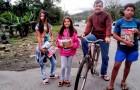 En ensamstående pappa cyklar 28 kilometer varje dag för att hans barn ska kunna göra läxorna