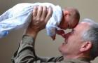 Este abuelo pretende que la hija le pague por cuidar de su nieta