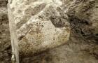 Werknemers ontdekken bij toeval een heilige steen uit het oude Rome die verband houdt met de legende van Romulus en Remus