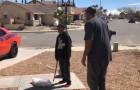Un père oblige son fils à détruire sa PlayStation parce qu'il a eu de mauvaises notes à l'école