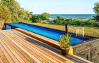 Een bedrijf maakt van metalen containers slimme en duurzame zwembaden