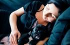 Le donne dormono meglio accanto a un cane che accanto a un uomo: lo studio