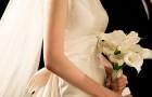 Svärmodern köper likadan klänning som bruden till bröllopet: hon vägrar byta och grälet bryter ut