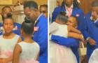 Op de trouwdag biedt de bruidegom zich aan als adoptievader voor de dochters van zijn vriendin: een ontroerend tafereel
