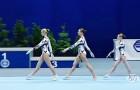 3 ginnaste iniziano il loro esercizio e il pubblico rimane RAPITO dalla loro bravura
