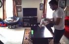 Ils mettent une caméra dans le salon: voilà ce que font le papa avec le fiston quand la mère n'est pas là...