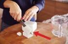 Elle coupe des cubes de savons et y ajoute du café: le résultat est étonnant!