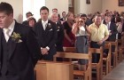 Die Braut betritt die Kirche: Wie der Bräutigam sie erwartet, ist wunderbar