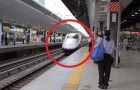 Een trein komt aan op het station: wat er gebeurt in de daaropvolgende 7 MINUTEN is wonderbaarlijk!