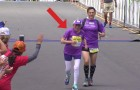 A woman crosses the finish line of the San Diego marathon: when you'll find out her age, you'll be shocked !