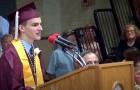 Deze jongen eindigt zijn speech met 3 WQORDEN: kort daarna gebeurt er iets overweldigend... Wow!