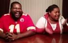 Een vader daagt zijn dochter uit voor een beatbox wedstrijdje: als het meisje aan de beurt is, staat ze haar mannetje!