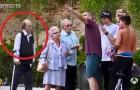 Des personnes âgées s'approchent de skaters, mais regardez ce que fait celui avec la béquille... Wow!