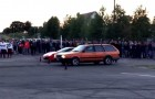 They organize a race between a Ferrari and an old Passat: the result will surprise you!