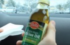 He pours olive oil on the interior of the car: it may seem absurd, but look at the result!